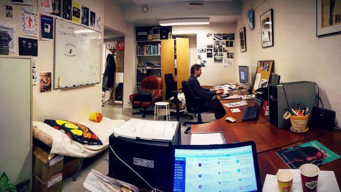 Kanonredaktionens första månad på kontoret