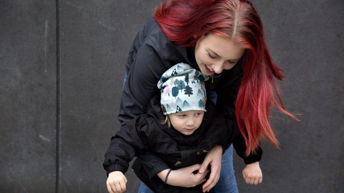 Hon kombinerar livet som förälder med heltidsstudier
