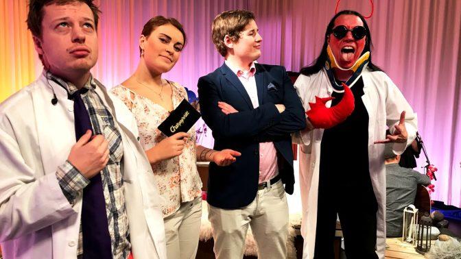 Champagnenämt driver med finlandssvenskhet – live!
