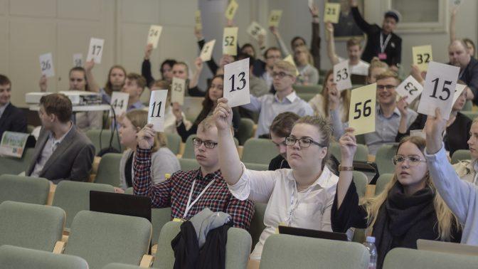 Häftiga debatter eller dödstråkigt pladder? STBL besökte Svensk Ungdoms 75:e kongress